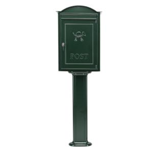 Postkasse B20 på fod. Klassisk postkasse i mørkegrøn eller sort